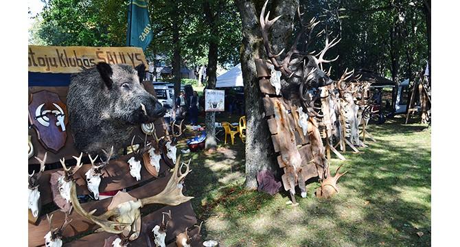 Skulptūrų parke griaudėjo šūviai, pagerbti medžiotojai ir žvejai
