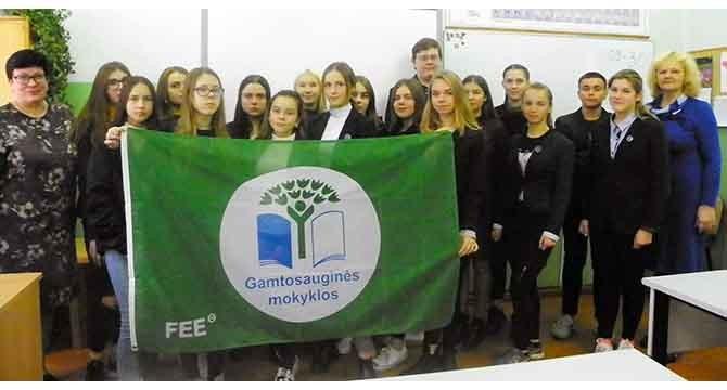 Molėtų gimnazijai  Žalioji  vėliava įteikta tryliktąjį kartą